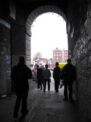 Passage between Temple Bar and Ha'penny Bridge